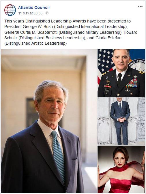 Post de Facebook do Concelho Atlântico a mostrar Bush Junior como recipiente de prémio por Liderança Internacional.