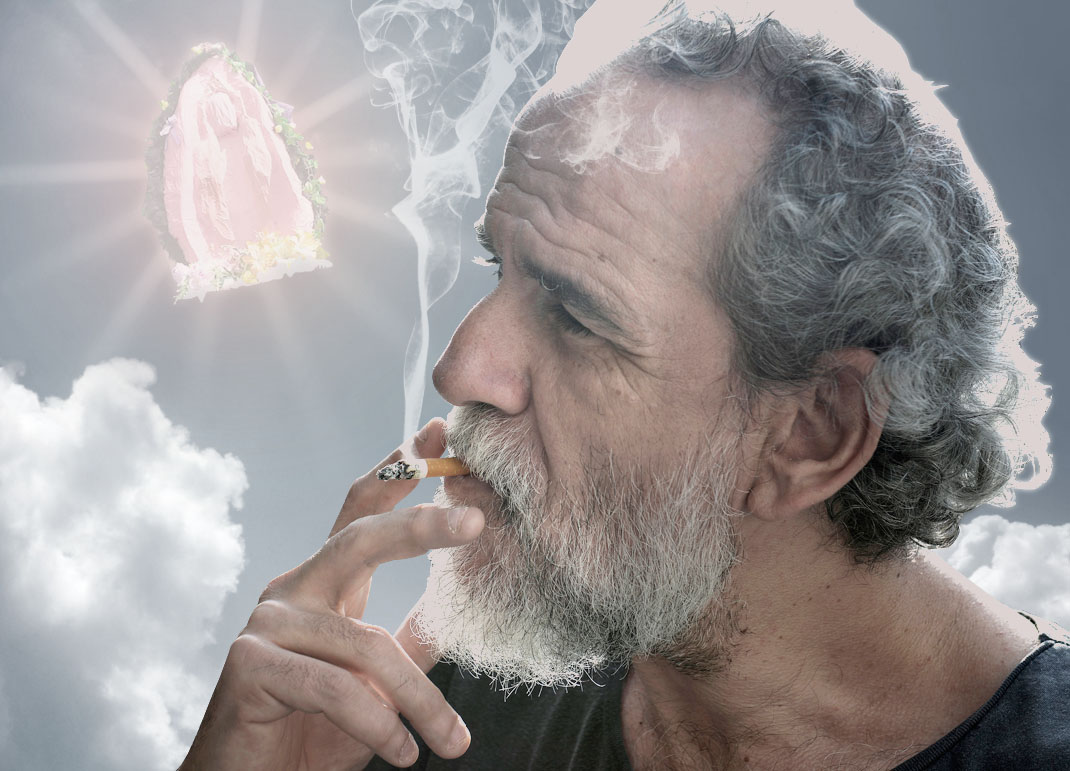 Actor Willy Toledo being illuminated by a Coño Insumisso.